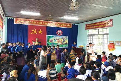 Đoàn trường- Hội LHTN trường tổ chức Hội thi làm Lồng đèn trung thu và Chương trình Vui tết trungthu cho thiếu nhi Thôn Kết nghĩa Cư Klông