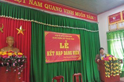 Chi bộ trường THPT Tôn Đức Thắng tổ chức Lễ kết nạp đảng viên mới