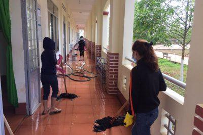 Trường THPT Tôn Đức Thắng chủ động thực hiện vệ sinh, khử trùng phòng chống dịch bệnh corona chủng mới ncoV