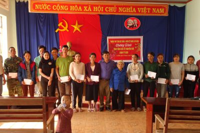 Trường THPT Tôn Đức Thắng tổ chức thăm và tặng quà Tết cho các hộ gia đình khó khăn tại buôn kết nghĩa Cư K'lông