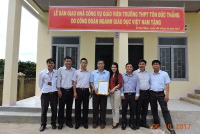 Lễ bàn giao nhà công vụ giáo viên trường THPT Tôn Đức Thắng do Công đoàn ngành Giáo dục Việt Nam tặng